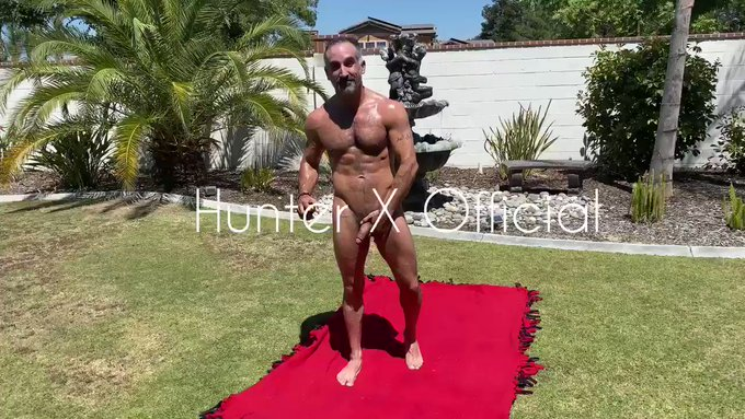 Retweet if you want to cum rub sun tan oil all over daddy's rock hard body in the backyard? SUBSCRIBE