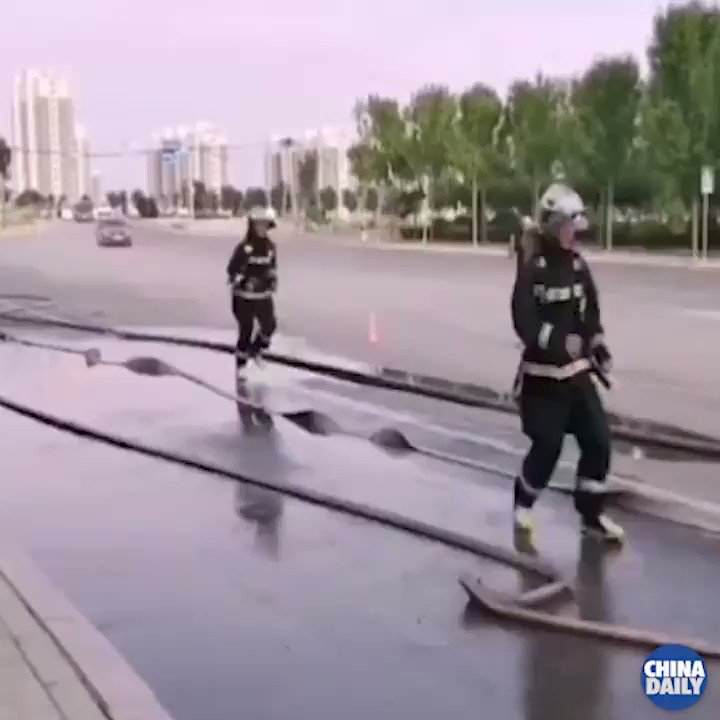 """When I grow up, I want to be just like you!""Two little boys with toy water guns rushed to help firefighters as they conducted a drill. Good job boys! #ChinaStory https://t.co/j4pYEn6iht"