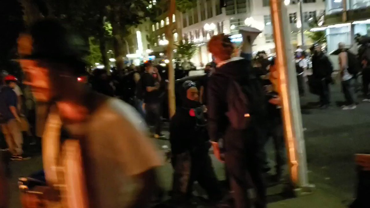 Rioter sucker punches a man while other fires are being started in the street. #PortlandRiots #antifa https://t.co/t3FzaAWtO8