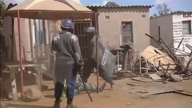 Zimbabwe needs to start afresh from 0.  They've normalised the abnormals since forver.  It's about time the @GovernmentZA 🇿🇦 Gets involved now.  #ZimbabweanLivesMatter  #ZimbabweLivesMatter  #FreeZimbabweans https://t.co/2CcnMgXBVd