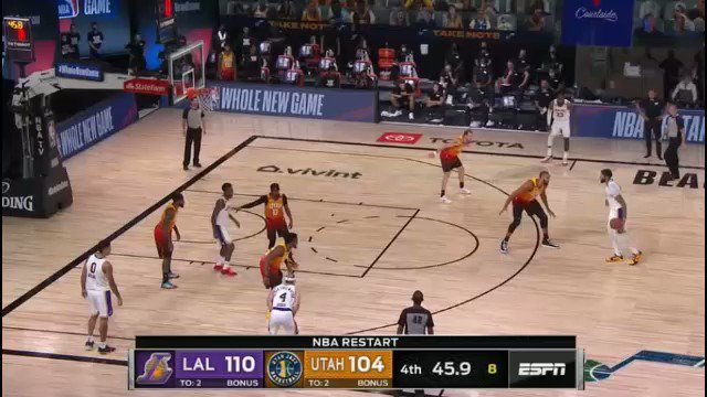 7 footers shouldn't be able to shoot stepback 3s. Anthony Davis is absurd. https://t.co/iKXrVYtegg