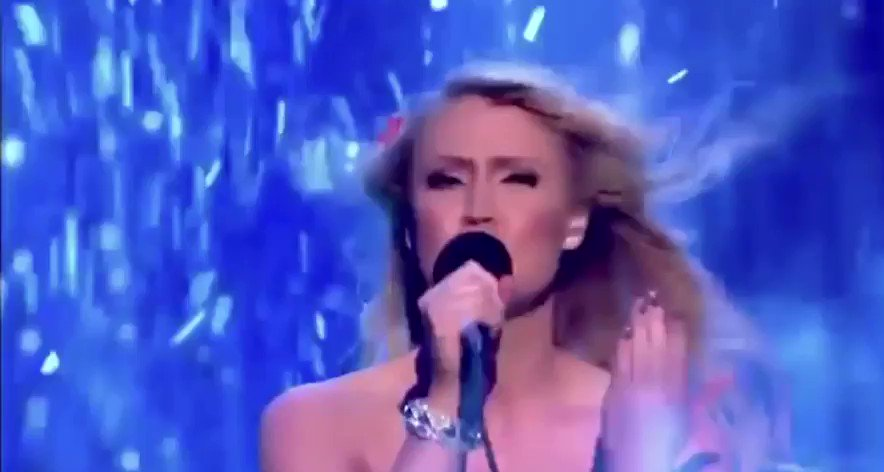 #Classic  from 2011-  @CamillaKerslake  is pure #awesome and demonstrates how to #power thru another typical #British #August #Summersday  https://t.co/xguDZk1PoW #nevergiveup #determinationtosucceed #stunning 🌧☀️⭐️🤛🏻🌹#CoolAF https://t.co/SuYDvFqSTY