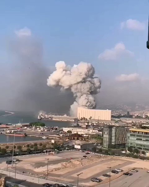 What the fuck was that? #Beirut https://t.co/kbWHZhV138