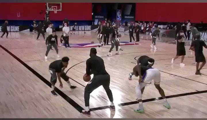 Lebron with the touchdown and @KendrickPerkins with the bucket!  😂 #AlwaysReady https://t.co/eIJOkIKnZb