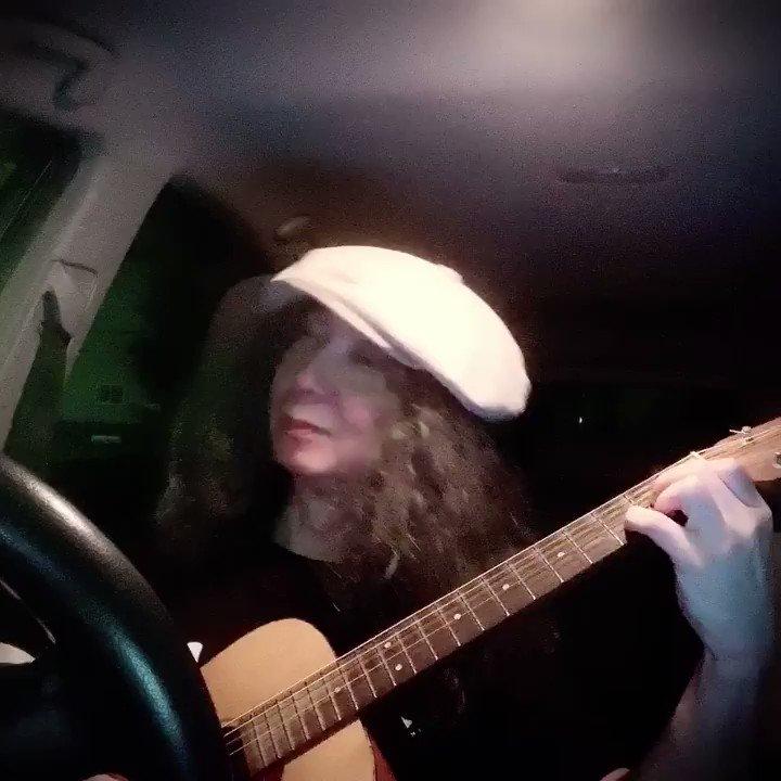 """久しぶりに車中ライブ(無観客無配信(笑))で歌ってみました。懐かしい1st ソロアルバム『Horizon』から""""Guitar man""""着ているTシャツも〜〜⁉︎✌️😄🎸さて8/9茅ヶ崎湘南スタジオでの弾き語り弾きまくりギター三昧ももうすぐ。15日は安城Radio Club、16 日は名古屋ブレスです🎸"""