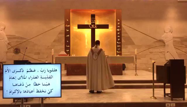 During a live streamed holy mass in Beirut , the debris fell on the priest and the parishioners. هممم ابونا مو المفروض خاشع وم