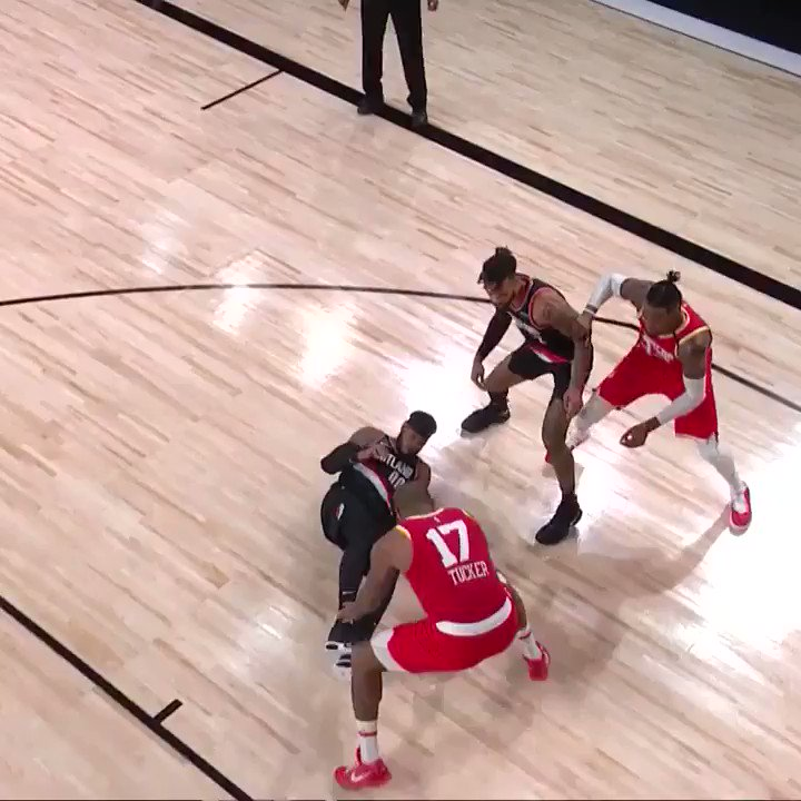 VINTAGE RUSSELL WESTBROOK 😤  (via @NBA) https://t.co/KjfwiZ0dJg