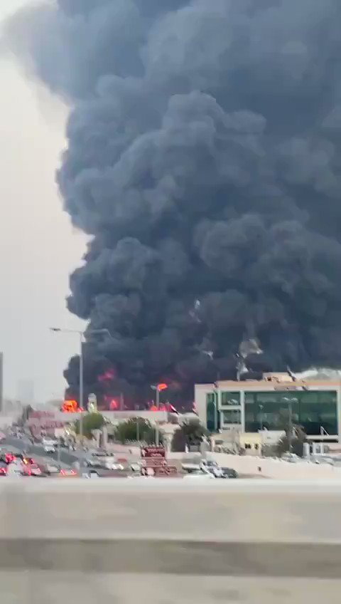 BREAKING: Large fire has broken out in Ajman market— #UAE   #Ajmanpic.twitter.com/C69y4ZUvLQ