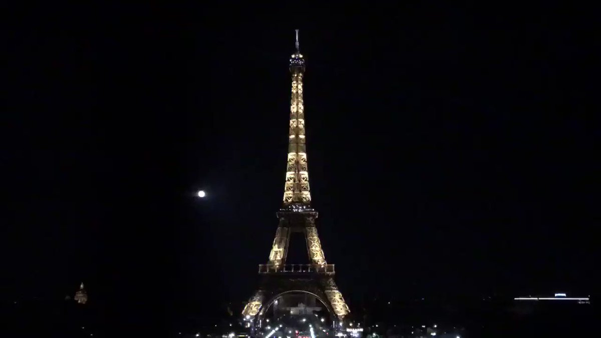 Midnight in #Paris #France 🇫🇷 The #EiffelTower went dark tonight to honor the victims of the #Beirut explosion that rocked #Lebanon's 🇱🇧 capital city yesterday 📹 Video via @CharlesBaudry @LaTourEiffel