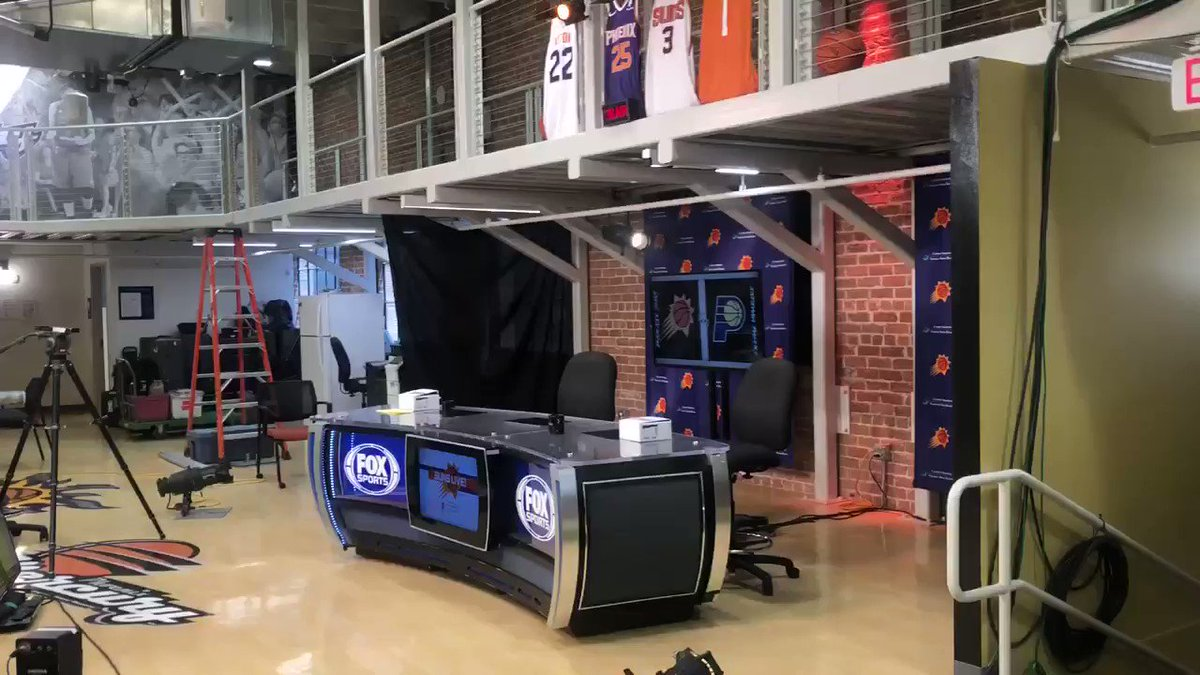 I'll be on the @FOXSPORTSAZ pregame show at 12:30ish. Impressive remote setup in the old Steward building next to the arena. Kevin Ray and Eddie Johnson are set up in that far room, and radio crew is upstairs. #Suns https://t.co/XUPnE0ZxnI