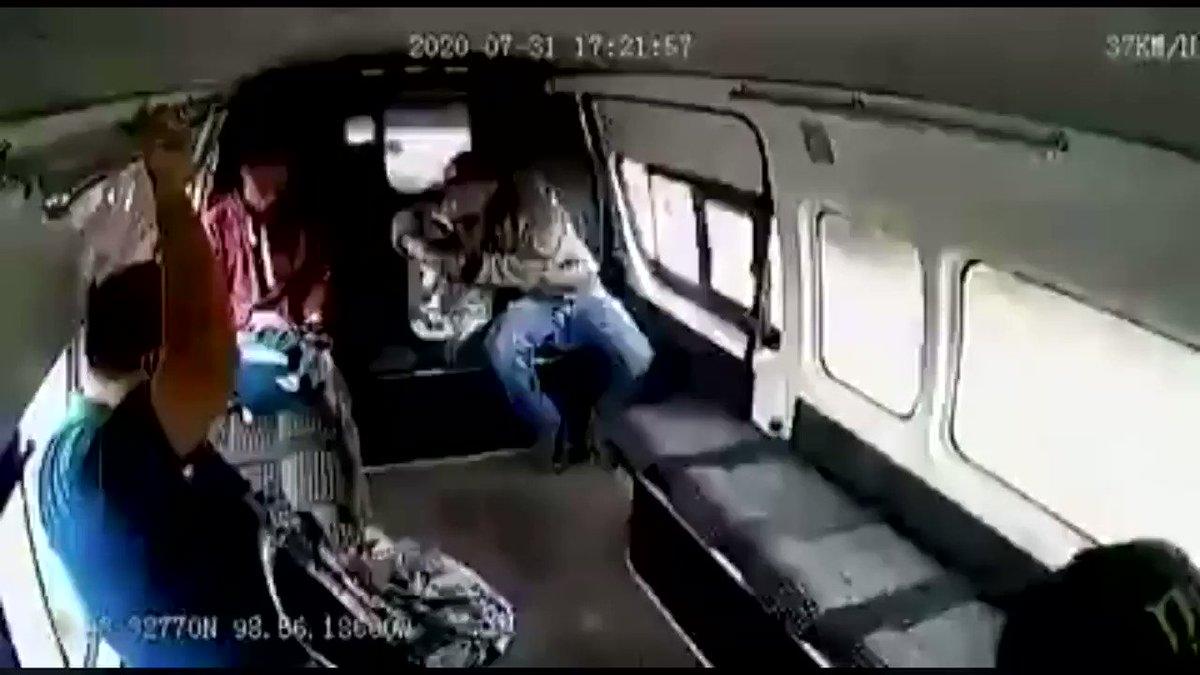 Niega @CNDH ir detrás de los justicieros 👊🏼que golpearon al #raterodelacombi 🐀  👉🏽 https://t.co/D6x8J82Kfh https://t.co/jkLdvpicBZ