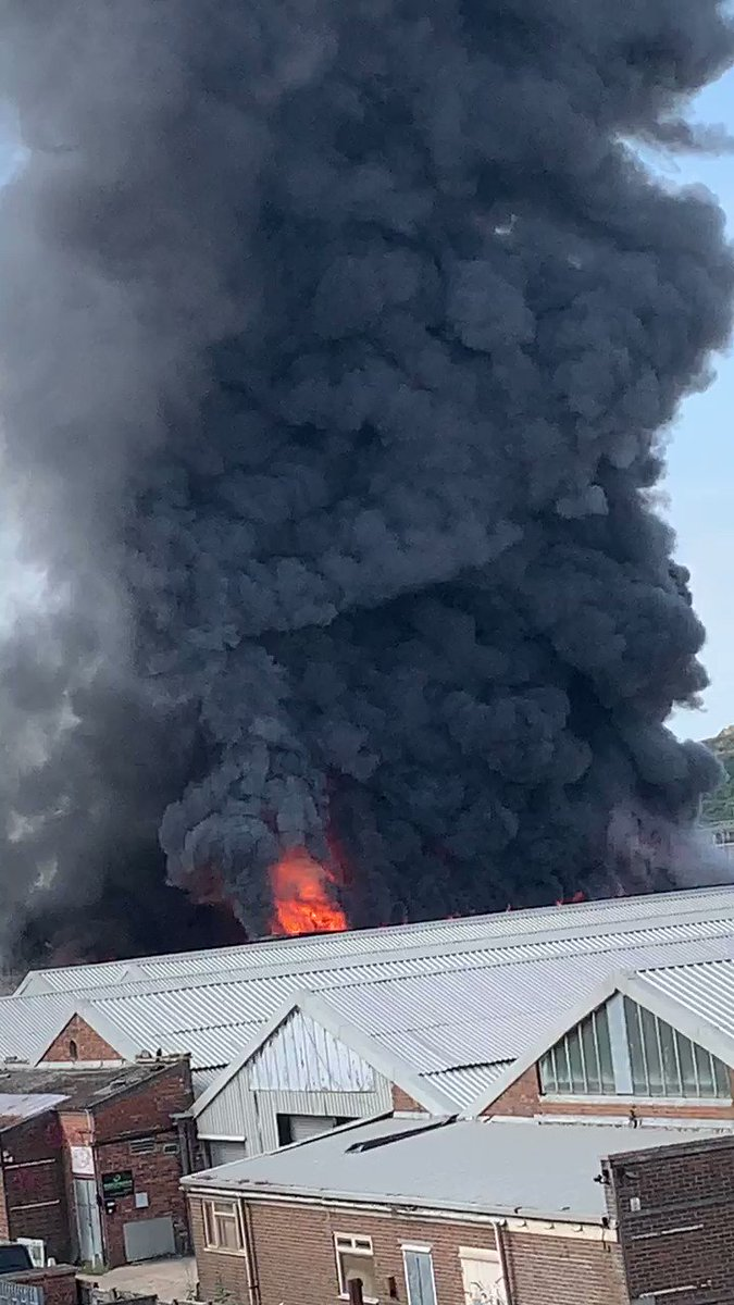 Warehouse fire in newhaven! @EastSussexFRS @sussex_police @bbcsoutheast @Eastbournenews