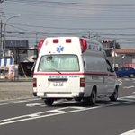 なぜ止まらない?救急車が通過しようとしているのに止まらない車たち!