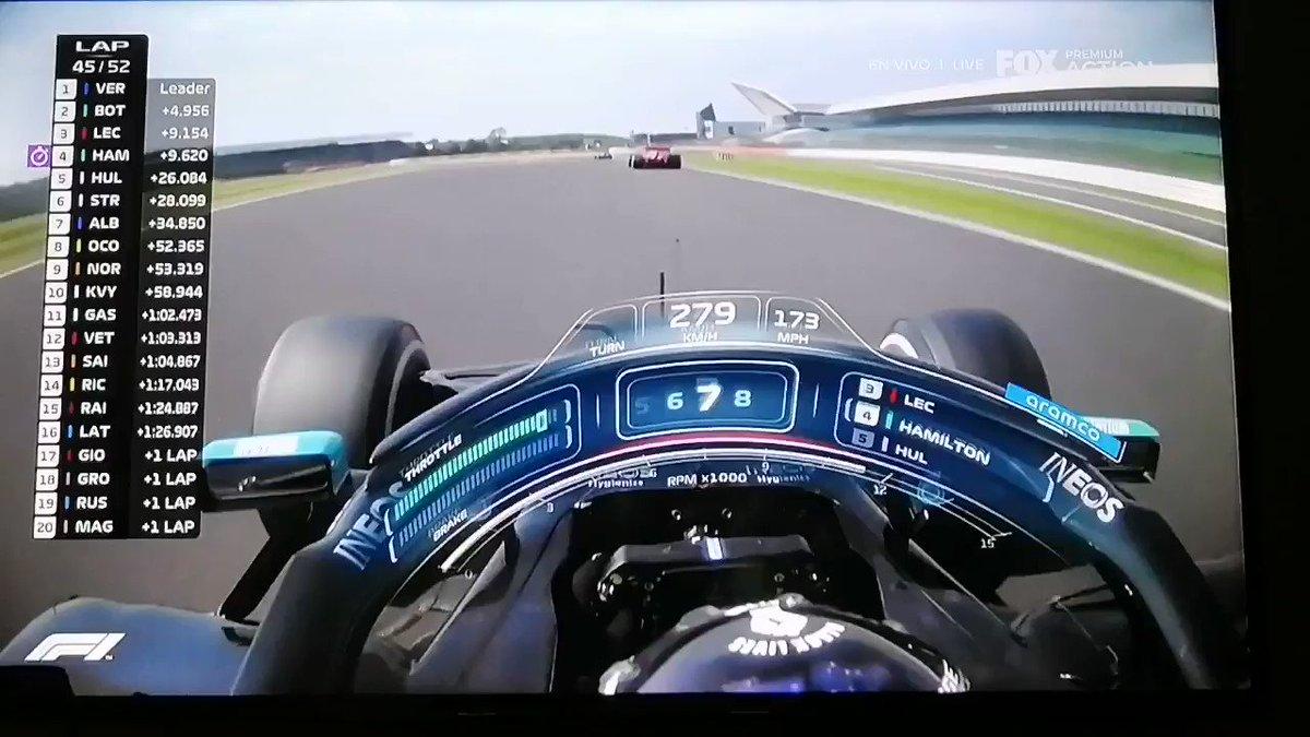 Hamilton como una fiera, va por todo por el todo. Primero debe superar a Leclerc. #BritishGP #GPGranBretana #SilverstoneGP https://t.co/CZneM0ESyJ