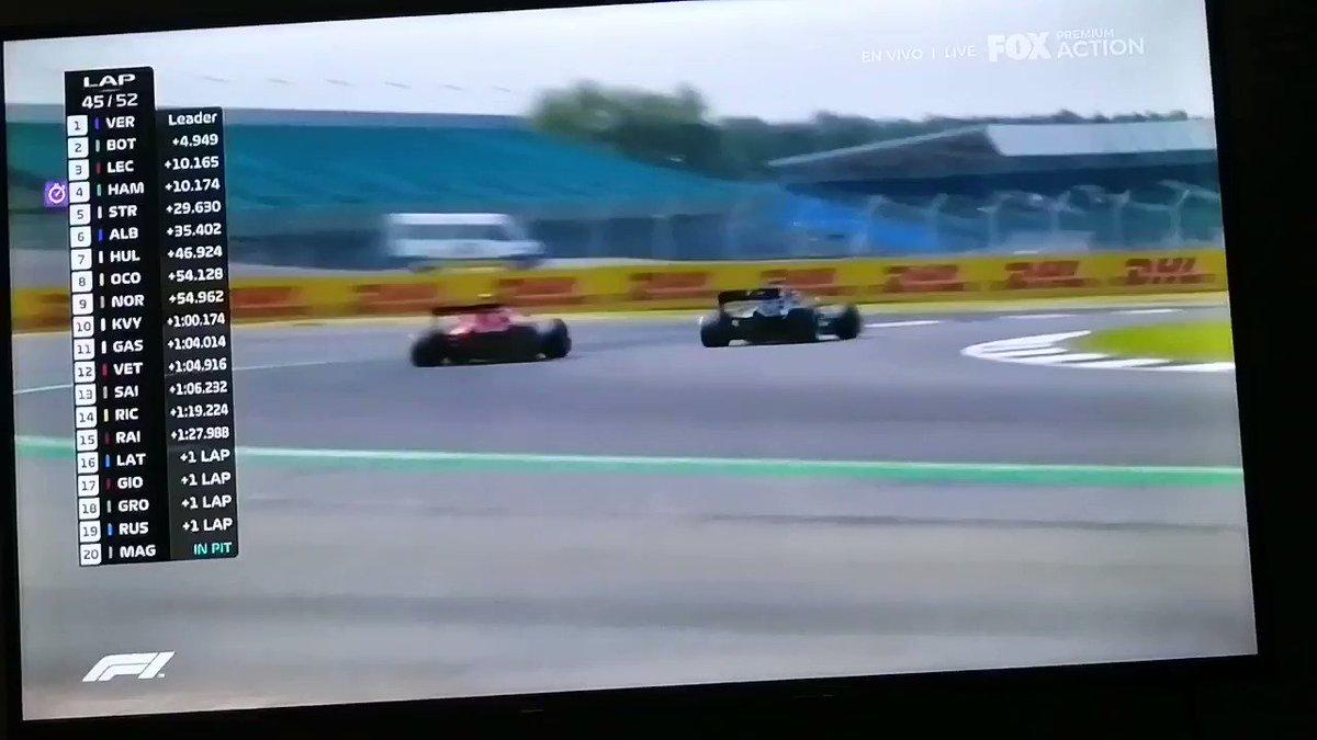 Vuelta 46/52 Hamilton super a Leclerc quien le entrega la derecha al piloto de Mercedes y lo supera fácilmente Hamilton se acerca y le quedan 5 vueltas y medias. Si alcanzará? #F1 #BritishGP #GPGranBretana https://t.co/RJTDeT6riG