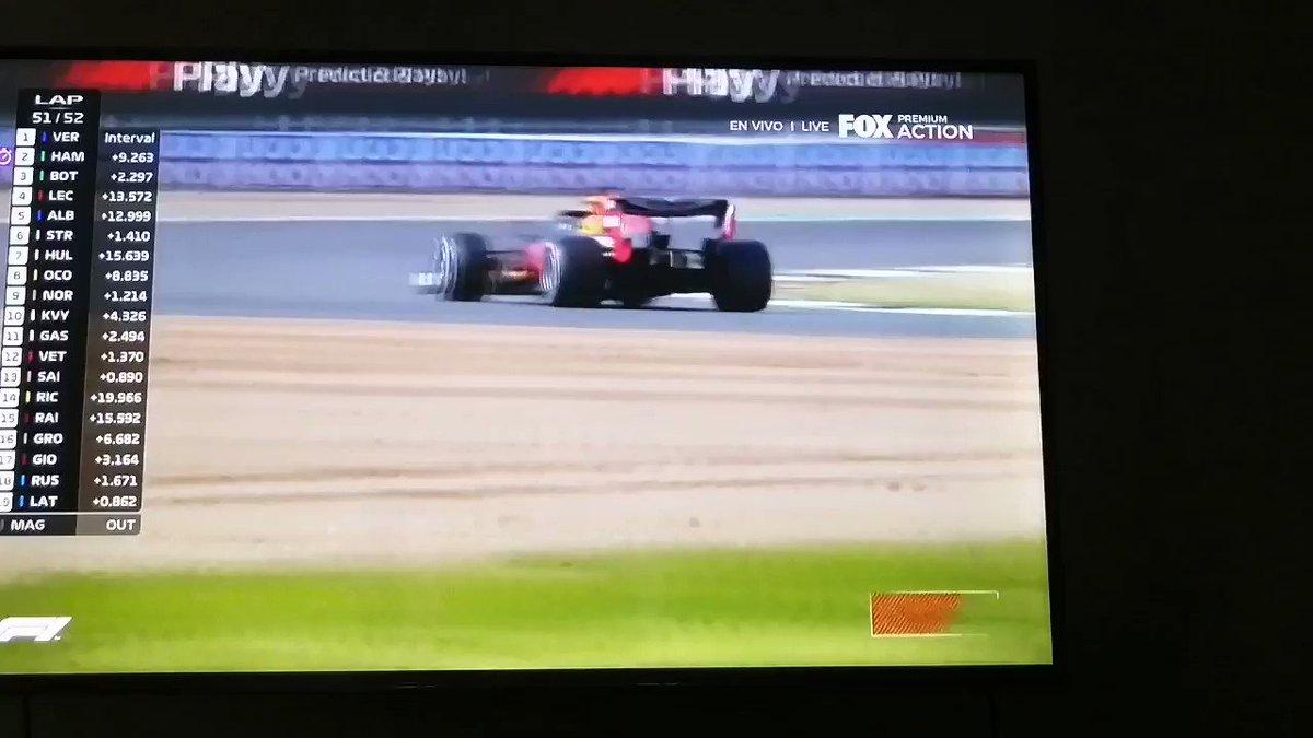Hamilton esta a 9 segundo de alcanzar a Verstappen y quedan.2 vueltas. #BritishGP #GPGranBretana #SilverstoneGP #F1 https://t.co/pLAglWXC1W