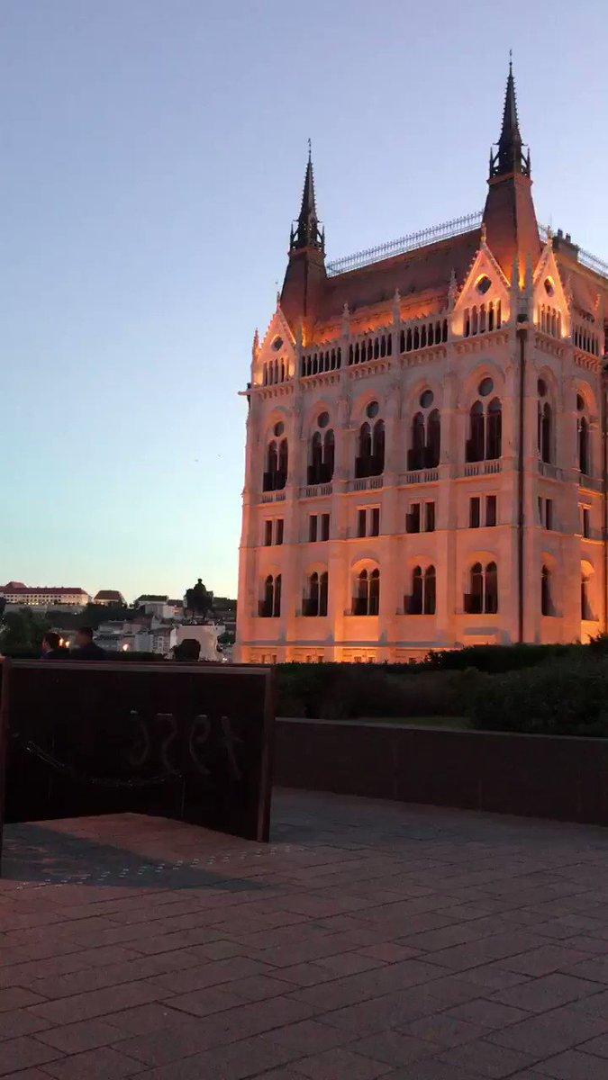 What u think ? #Budapest #parlament #beautiful #peace #Hungary #Hungarian #GoodVibespic.twitter.com/1WeWN3itUI