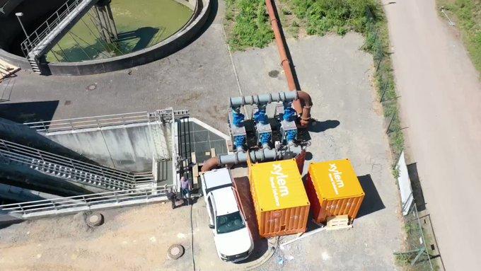 Une dérivation d'égout clé en main installée dans un container avec des pompes #Flygt, un système de surveillance et la tuyauterie pour permettre la r...