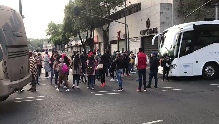 🔴 Regresan maestros de la #CNTE sección XVIII al zócalo de la #CDMX en plena pandemia instalan plantón frente a #PalacioNacional.