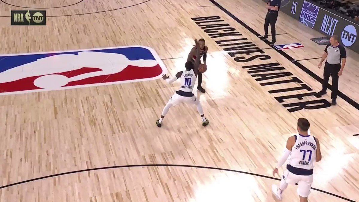 Damian Lillard with the MOON BOUNCE three off the back iron