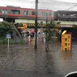 「埼玉県川口市東川口駅線路下冠水」すごい雨量・・・。これでは帰れない・・・。