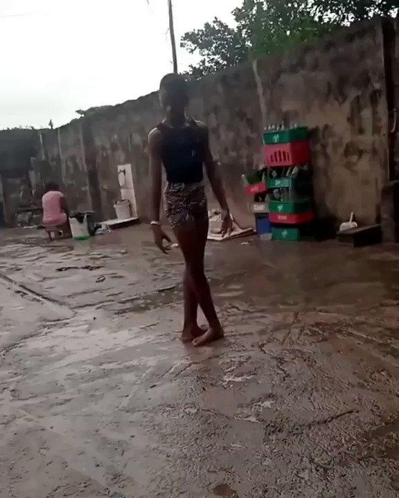 El vídeo de un bailarín nigeriano de 11 años de uno de los barrios más pobres de Lagos se ha hecho viral. La Compañía de Balet de NY lo ha becado. El capitalismo romantiza la miseria y responde con caridad. El progreso en manos de un golpe de suerte o que nos toque la lotería.