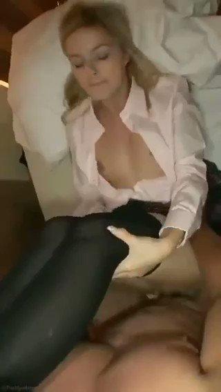 Sakso çekmeye doyamayan oral Maltepe escort yarağı sömürüyor