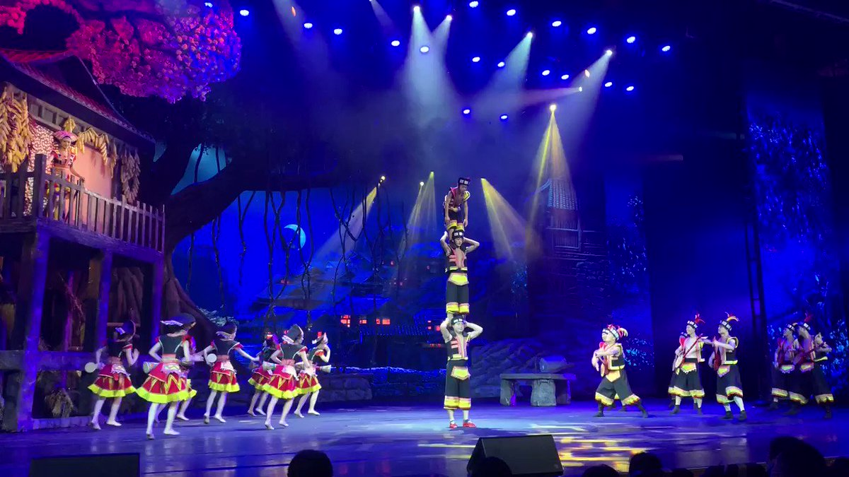 👏👏👏👍👍Wonderful Hunan Cultural performance in Zhangjiajie!!#culture #likesummer  #summertime #views #familytime #landscape  #travel #photography #hot #beautiful #photooftheday #zhangjiajie #zhangjiajienationalpark #holiday #amazing  #traveling #performace #show #chinese https://t.co/a3Qr3ZXa89