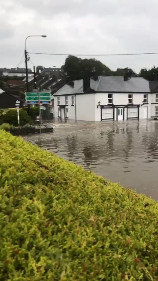 The main N71 road at Rosscarbery right now by the turn off for Glandore. https://t.co/Y1kjCzLwF6