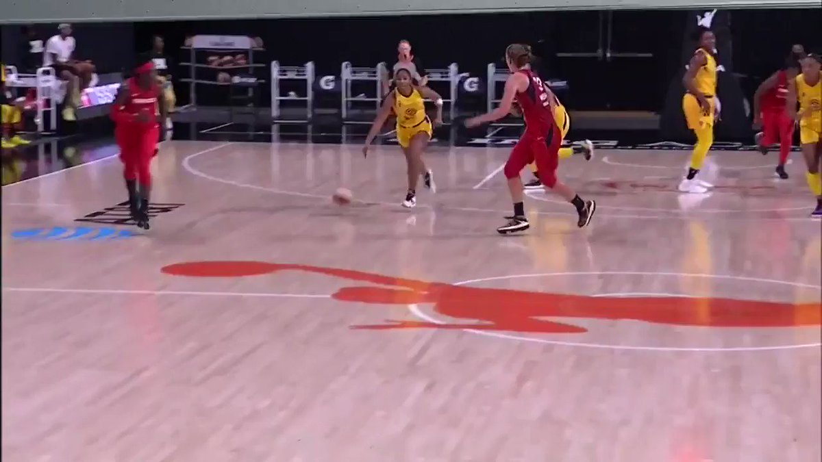 Rook has that nice vision 👀  @TeaCooper2 | @KristineAnigwe https://t.co/QztIMhuNsl