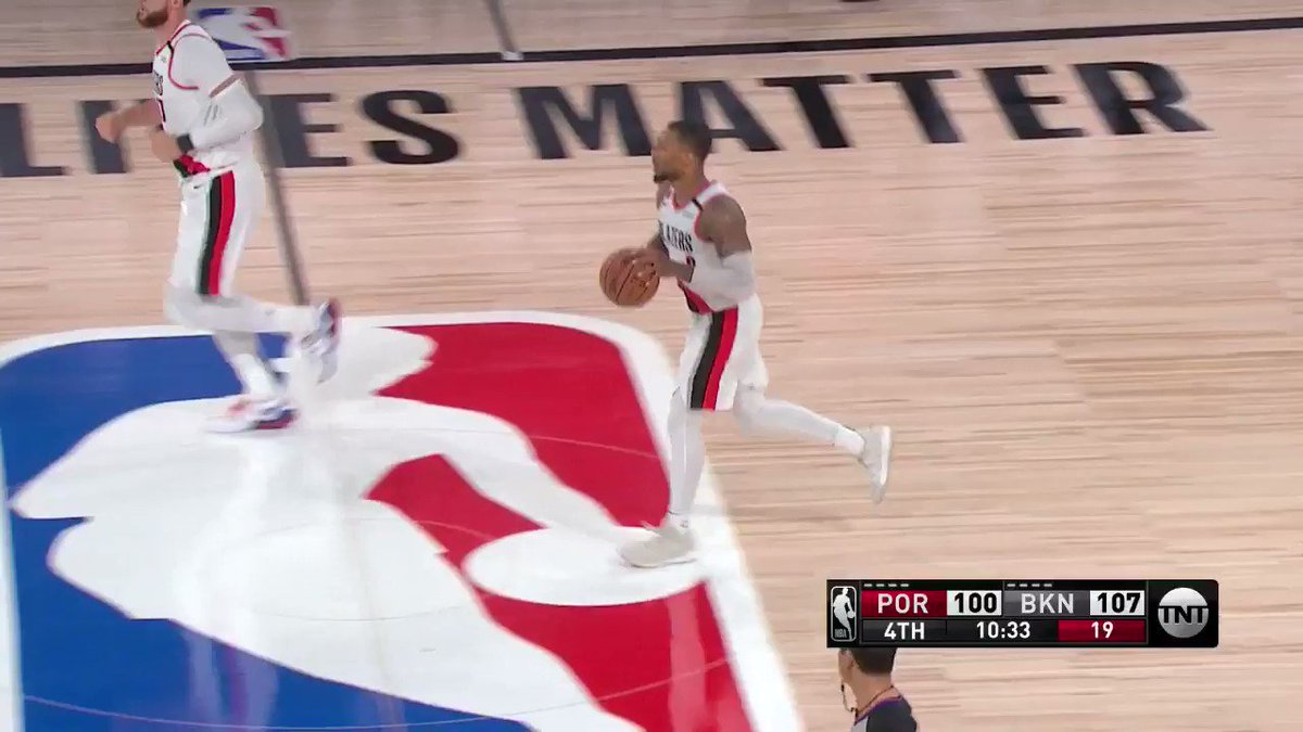 LOGO. LILLARD. 👌  33 PTS & 9 AST for Dame early in the 4th.  https://t.co/JEeD4k3NmW