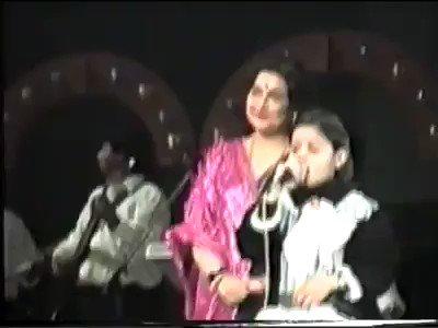 From #DesiGirl to #Piku… she has given countless hits.Wishing her many more years of fabulous #singing! #HappyBirthdaySunidhi  Happy birthday @SunidhiChauhan5 mam https://t.co/3uSpqRtEEG