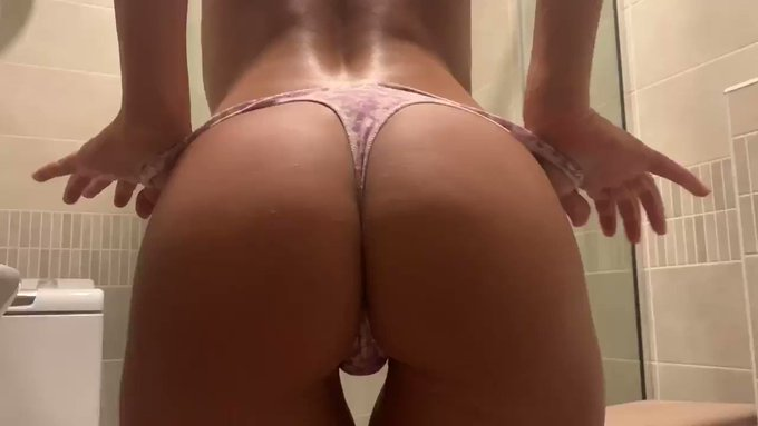 What is your weakness? Mine is love and of course booty 🍑💖 https://t.co/sOwMI1F7gX