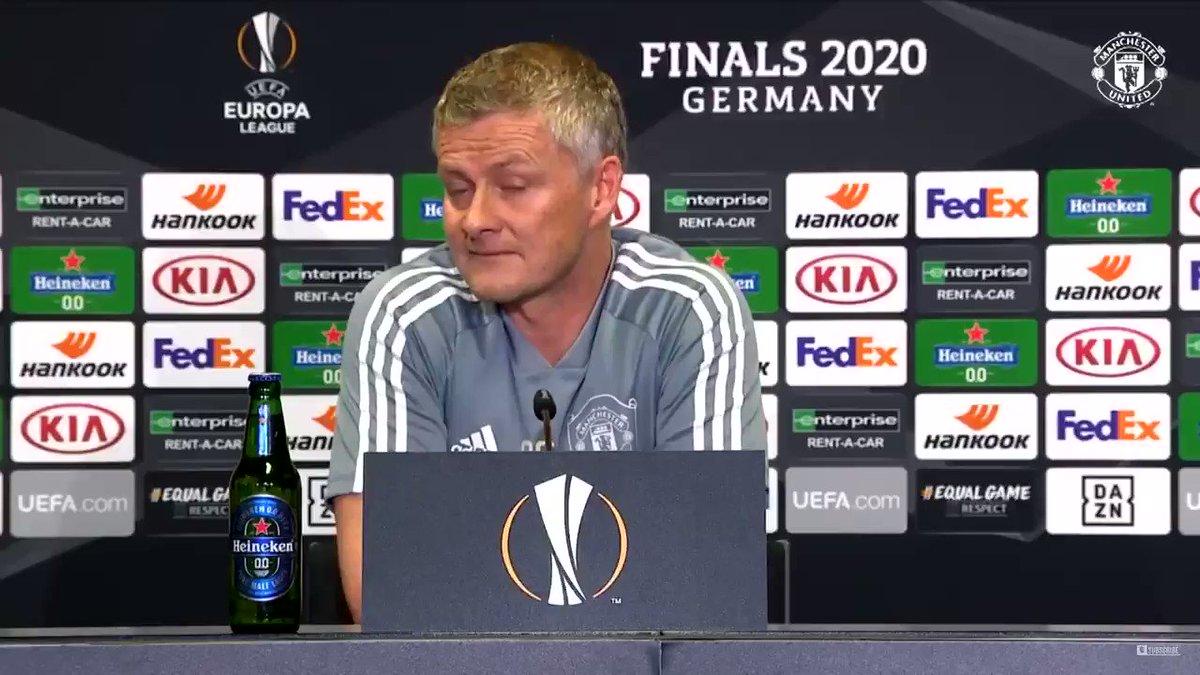 "Bruno Fernandes: "" This press conference is fun yeah?"" 😬 Ole Gunnar Solskjaer: "" Yeah strange.. 🧐"" #MUFC"