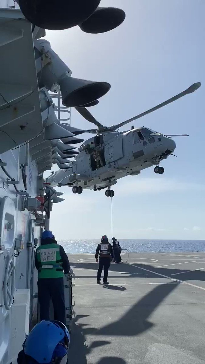 @845NAS embarked on @RFAArgus conducting VERTREP serials with @HMS_Medway as they continue to prepare to support the region for the upcoming hurricane season 🚁🌪🏝 #CommandoMerlin #FlyNavy #UKinCaribbean @bvigovoff @co_chf @ComdJHC @ComdLittoralSG @RoyalNavy