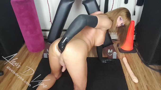 It's #Fucking Friday again #FF! This has been a crazy #anal #gaping week for sure! When it's an #ExtremeAnal