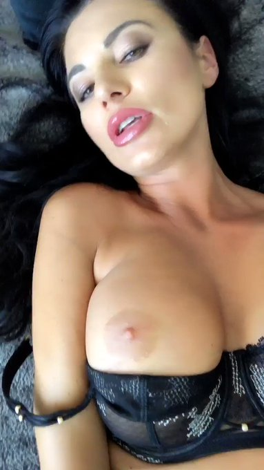 My #pussy is really wet 💦 and I'm horny today 😜 new #video 🎥 #onlyfans 🔥 Ma chatte est mouillé et je