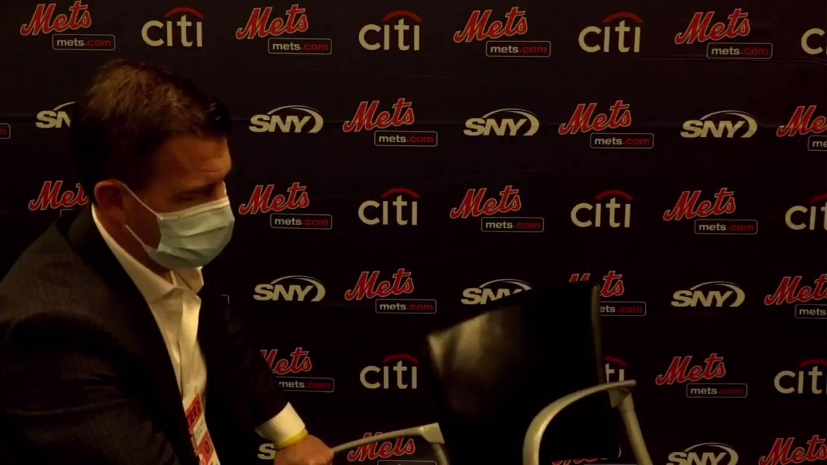 Holy shit Rob Manfred is trying to force the Mets to pull a social justice awareness stunt tonight by having the players symbolically leave the field at 7:10 before returning an hour later to play at 8:10 even though the players don't want to play tonight https://t.co/4BJLaPUkoy