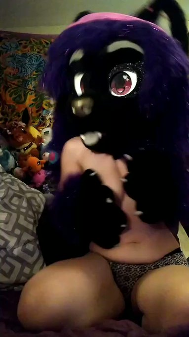 I miss camming so much 🤣😿 Here's me fucking around to Def Leppard, mind spreading my titties around for