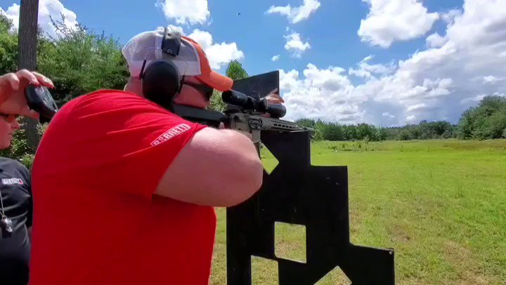 Work hard, play hard 💥💥💥💥💥 #flashbackfriday One of our Sales & Customer Service team at last weekend's Carbine 1 training course.  #barretttraining #BarrettREC7 #barrettfirearms