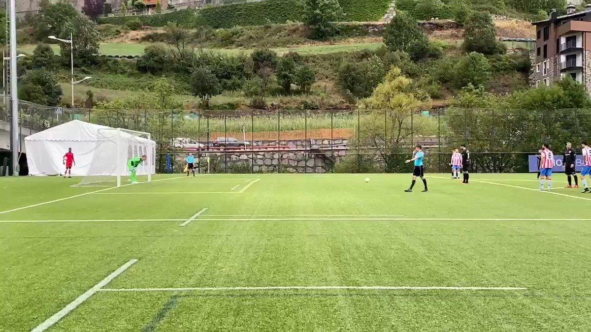 Min. 69 | 1-1 | ❌ Penal errat pel @fcandorra.  Baquero atura el penal a @CarlosMR_7.  #AndorraMartorell #SomTricolors🔵🟡🔴 #MésViusQueMai #MoraBanc