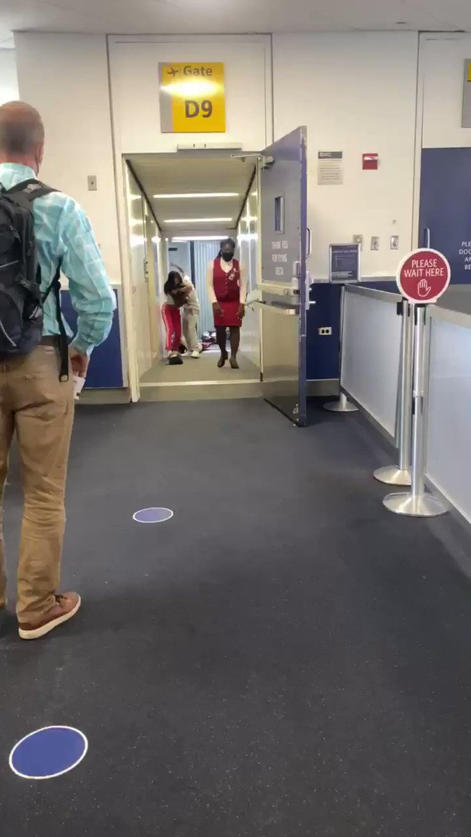 @Delta flight delayed due to a fight on the gate...great 😣 https://t.co/XMzrKUtwfM