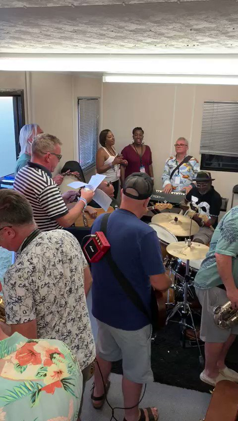 August bank holiday Monday 2019... rehearsing with @paulwellerHQ and @lynvalgolding back stage at #HouseOfCommon festival... see how it turned out here youtu.be/O8jSGs8oUDI