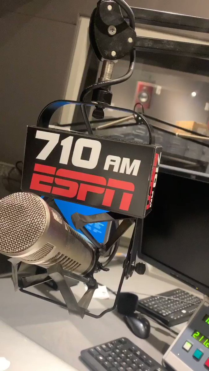 full postgame starts right now on @ESPNLosAngeles - hear the breakdown of tonight's @LAFC thrashing of the #Quakes 💪🏼🖤💛 https://t.co/Pyiuhbo533