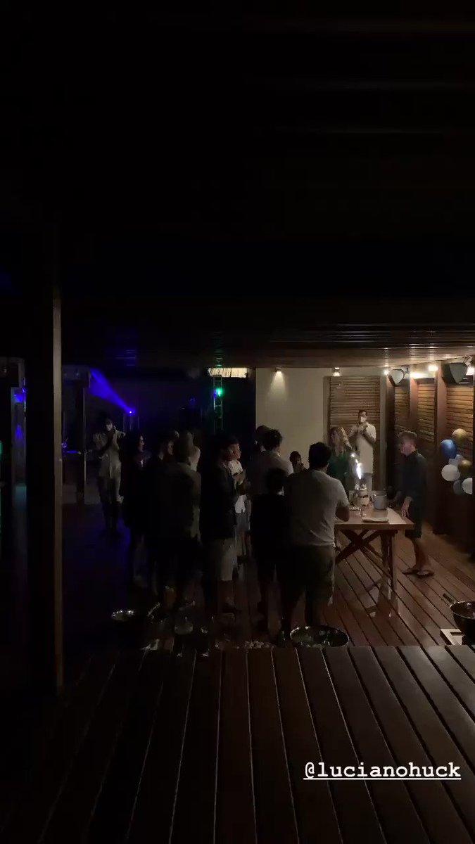 Hotel de luxo no Ceará pra mim, lockdown pra você. @LucianoHuck é a farsa encarnada. https://t.co/ikkzHZVWhR