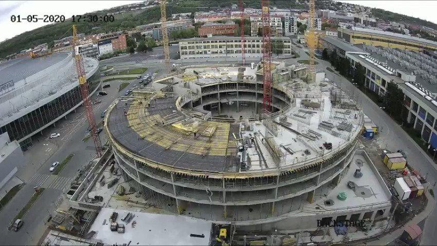Hrubá stavba hotelu vedle #o2universum a #o2arena je hotová.👏🏗 Mrkněte se na časosběrné video z jeho výstavby za posledních několik měsíců.👀  #o2arena #hotel #prague #ppfgroup https://t.co/FbcGurMzqT