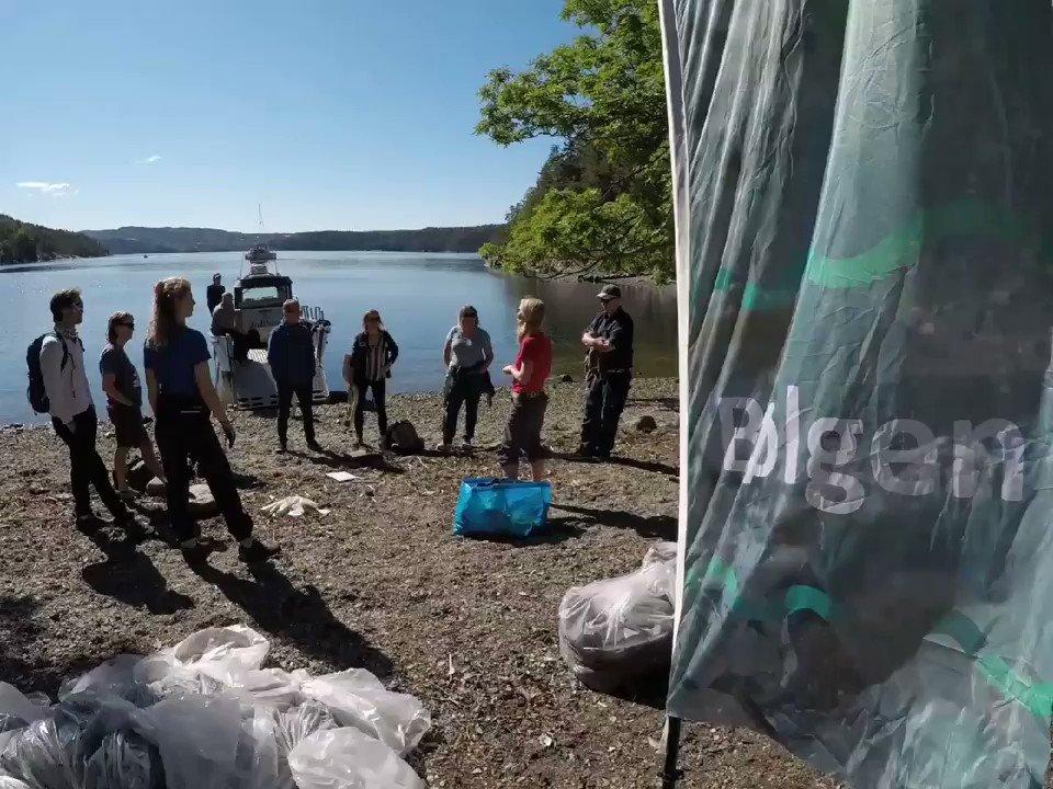 """Prosjekt """"Bølgen"""" og strandrydding på Håøya.  Vi finner søppel i lag på lag, dyperer og dypere, ti-år på ti-år tilbake i tid.  👉med  @OrklaGroup  @HoldNorgeRent Mepex Skjærgårdstjenesten/ @miljodir og  """"Jobben"""" @Frelsesarmeen 👍"""