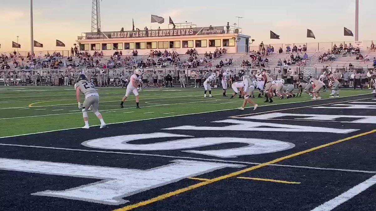 #Blitz5 #highschoolfootball coverage - @MasonCometsFB TD pass from Molnar to Roux to make it 14-7 at half for @MHSComets Over Lakota East  @wlwt @vogel_wlwt @BrandonSaho @MHSsportsradio https://t.co/mUncLA6vqW