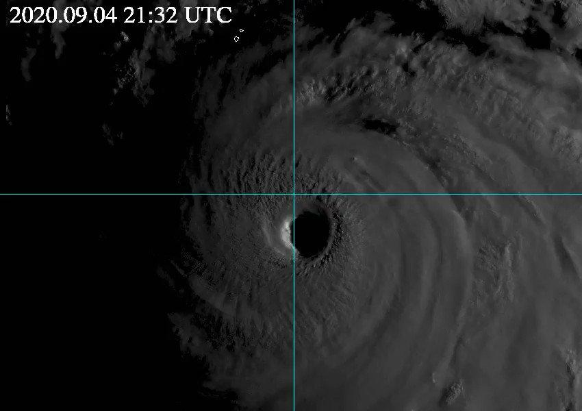 本当に危険な台風が迫っています. 特別警報発表可能性の言及された鹿児島に限らず九州全域が危険です.宮崎では7日18時までの2日間で1000mmという100年に1度の大雨予想で,球磨川含め大河川氾濫の危険度が極めて高いです.自分は大丈夫という考えは捨てて必ず早期避難判断・安全確保をお願いします.