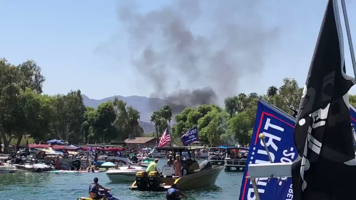 #Breaking Boat catches fire in Thompson bay #LakeHavasu after participating in a Trump parade. https://t.co/C7C6fkeIy7